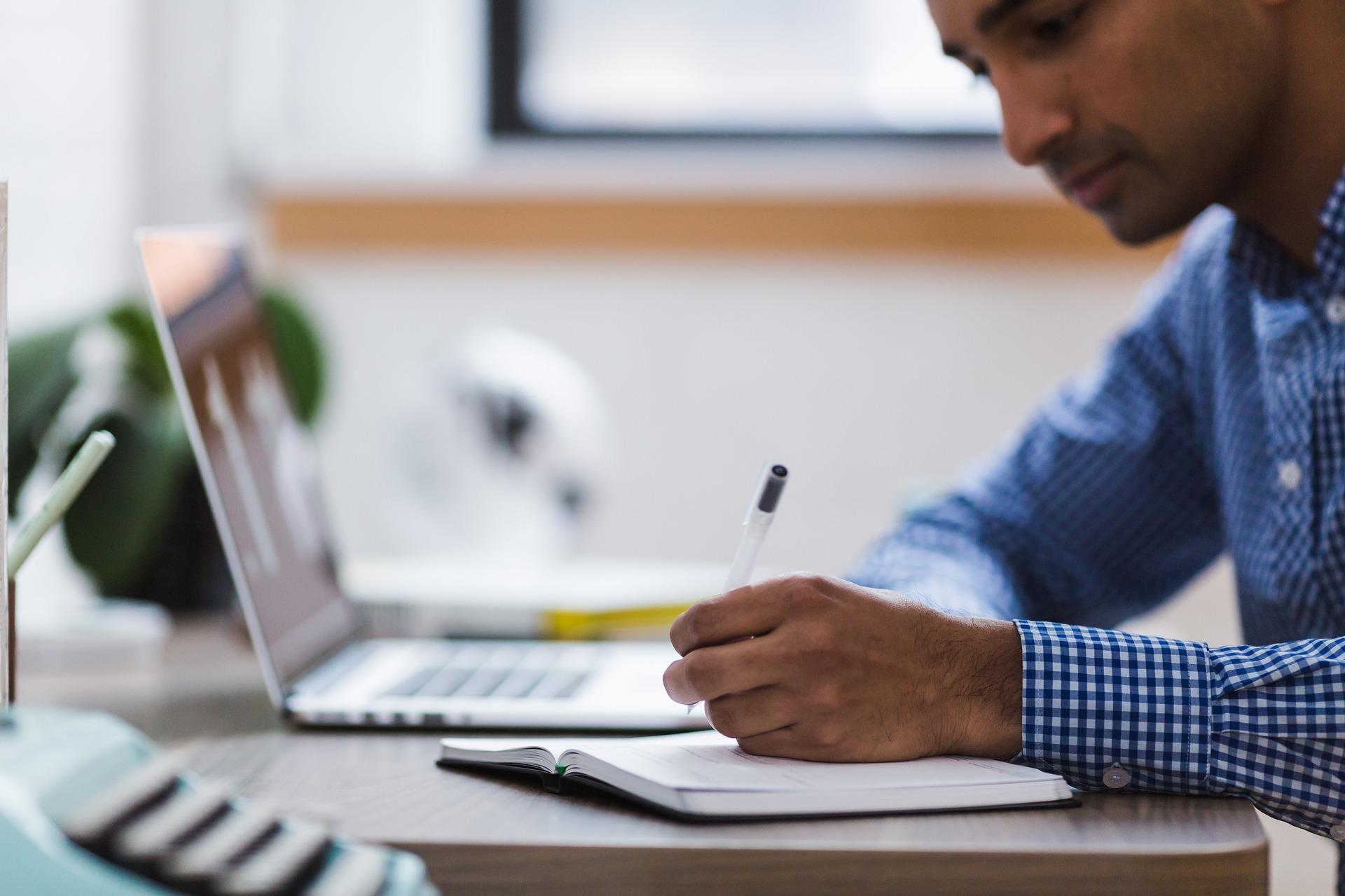 כיצד לימודי כלכלה יכולים לסייע לכם בניהול העסק?