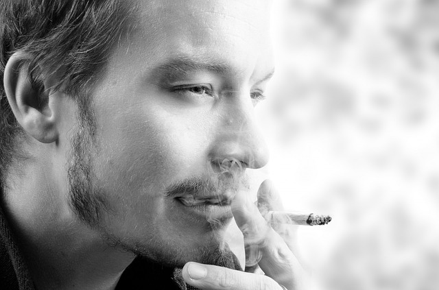לעשן בבית